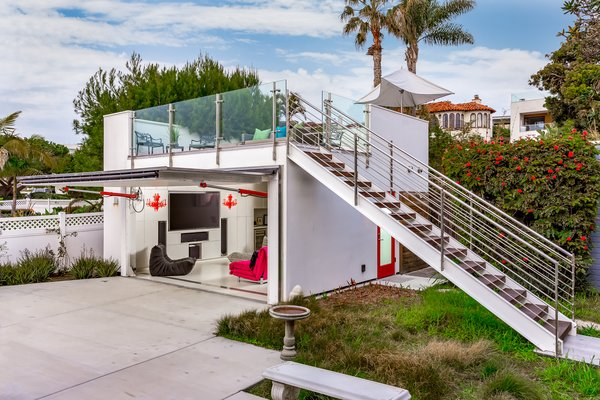 """The architects dubbed the detached backyard unit the """"cube."""" A staircase with floating tread leads up to a rooftop deck."""