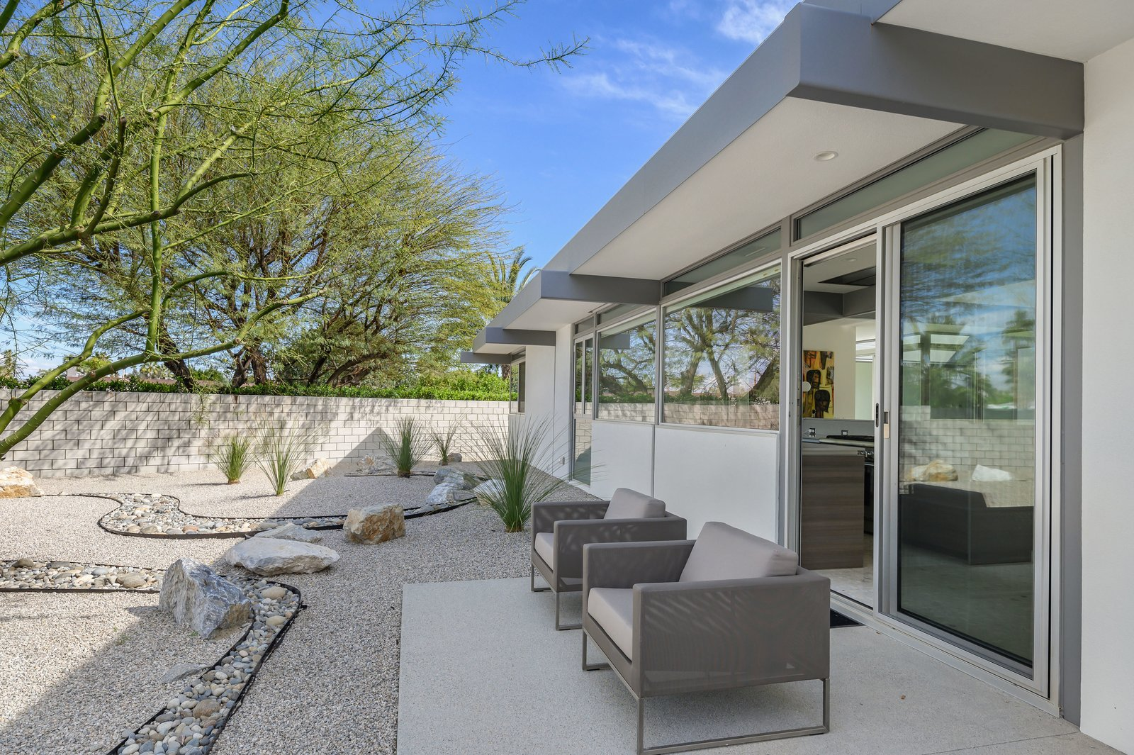 Donald Wexler Steel and Glass 2015 House Patio