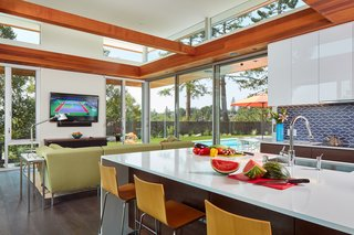 The family room merges seamlessly with the new outdoor space thanks to all the glass.