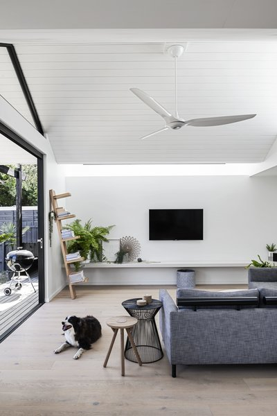 The bold form of the roofline and the geometric windows were balanced with a streamlined approach to the interior, which is composed of light-washed oak floors and white-painted boards at the ceiling.