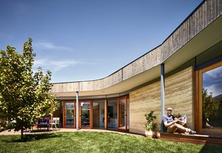 A Curving Rammed Earth Addition Expands a Family Bungalow in Melbourne