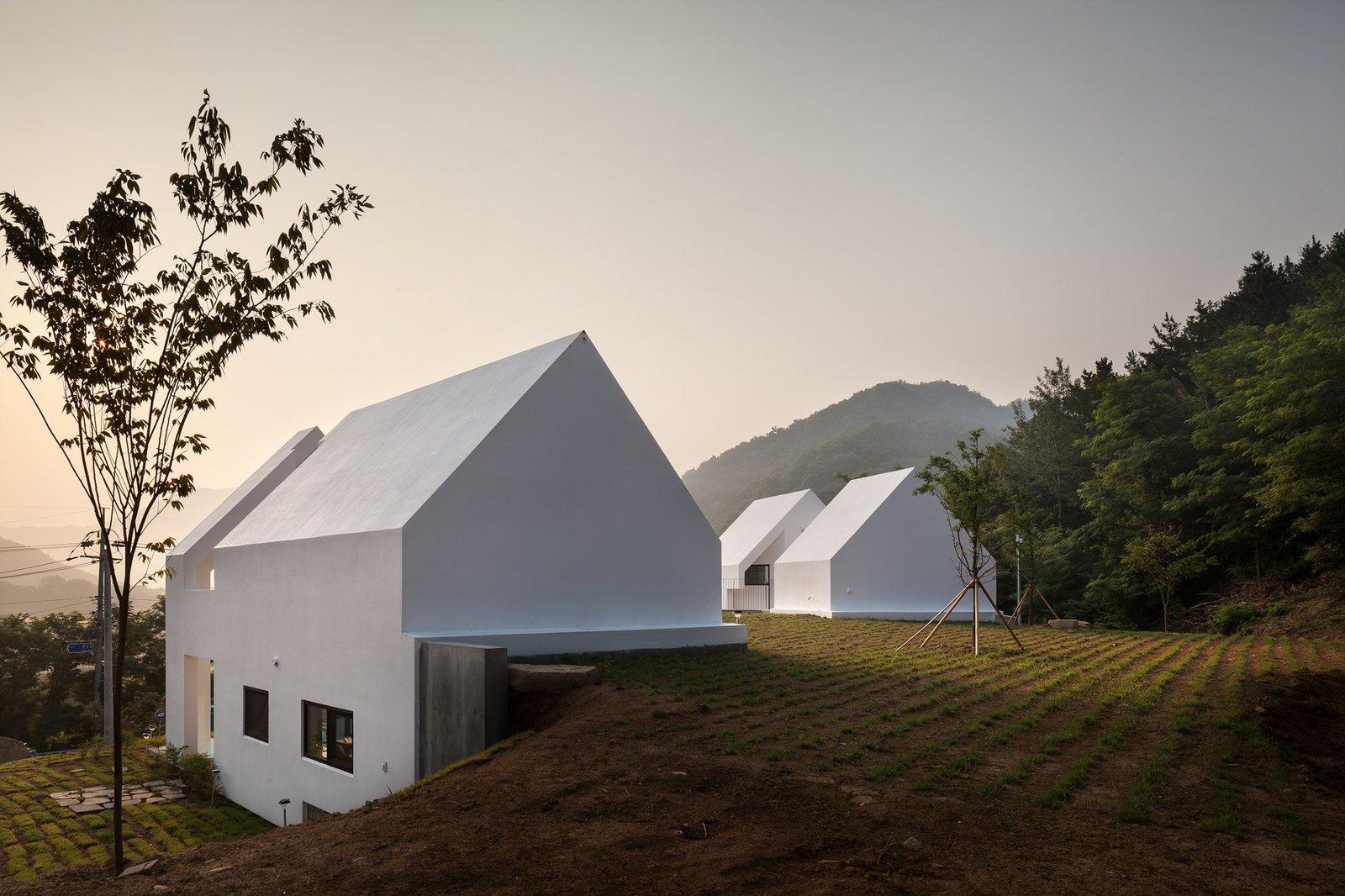 Baomaru House by Rieuldorang Atelier Roof Garden