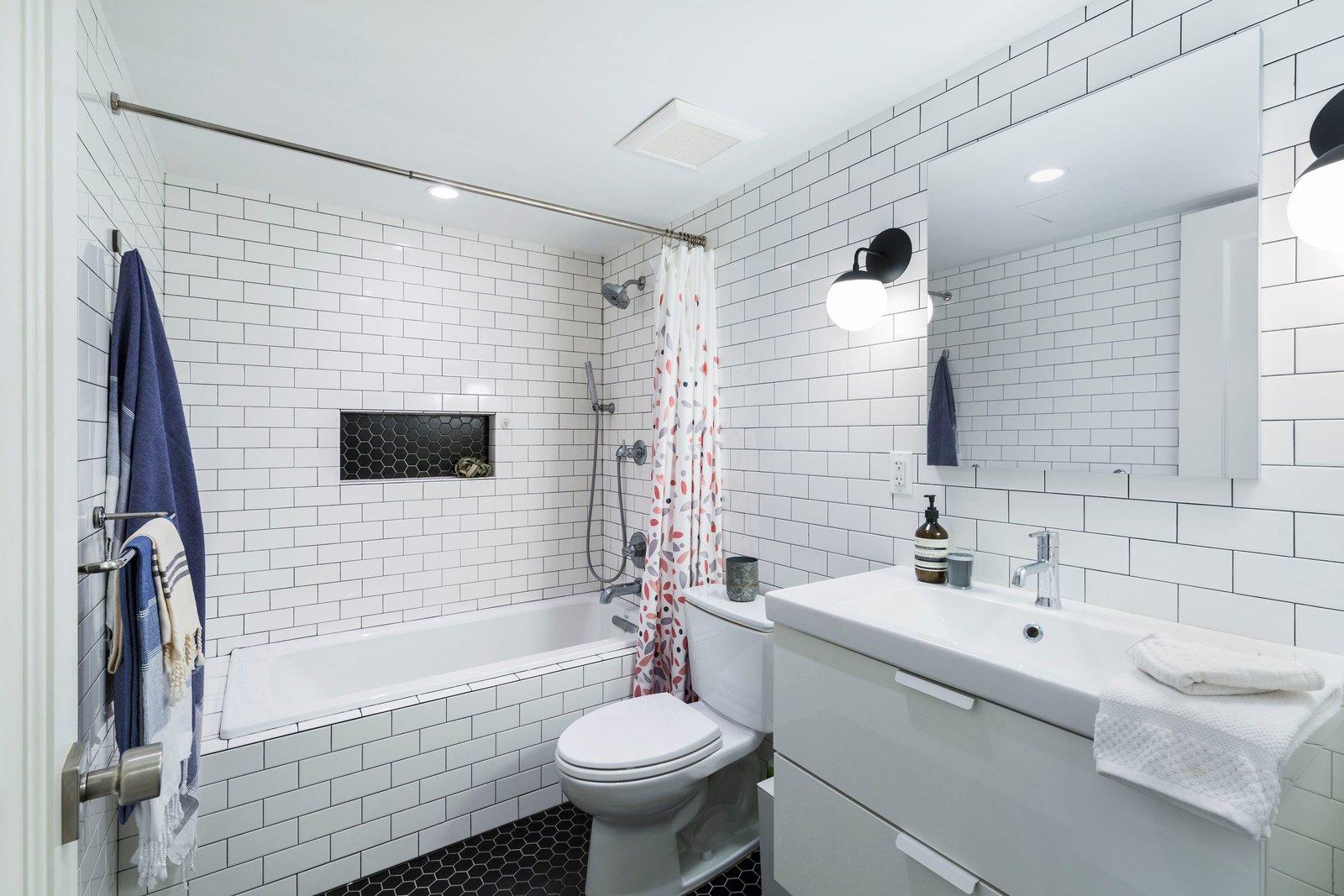 Clinton Hill Brownstone by Urban Pioneering Architecture Apartment Bath