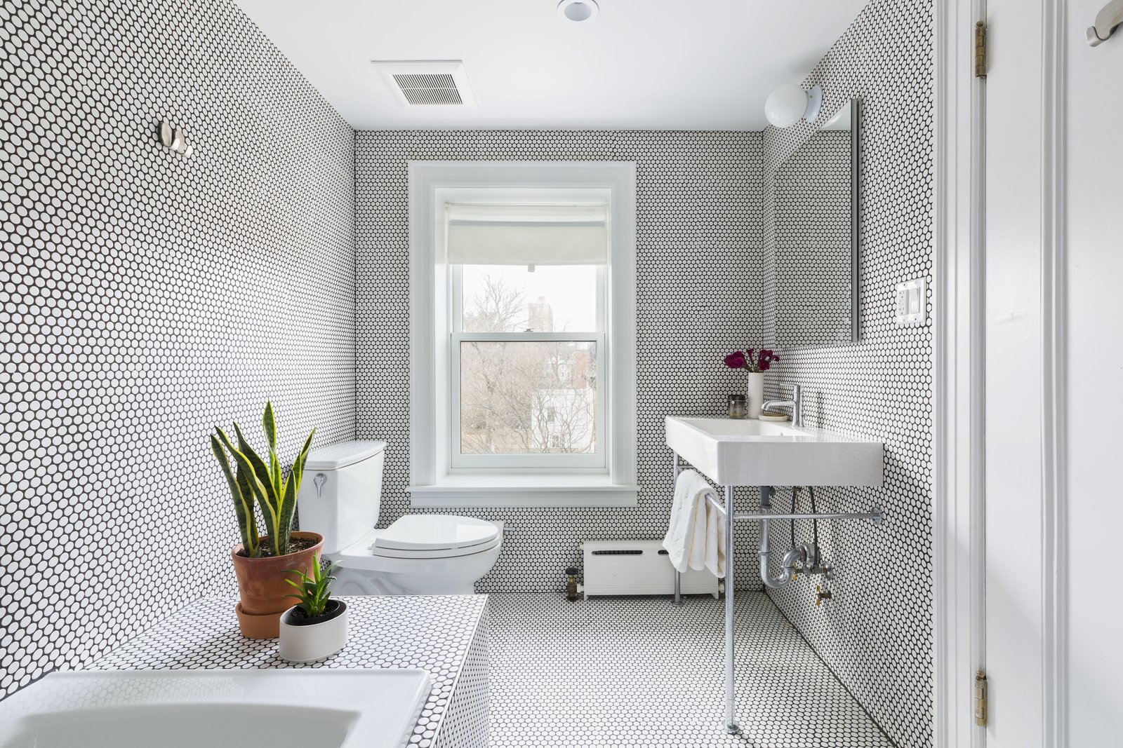 Clinton Hill Brownstone by Urban Pioneering Architecture GUest Bath