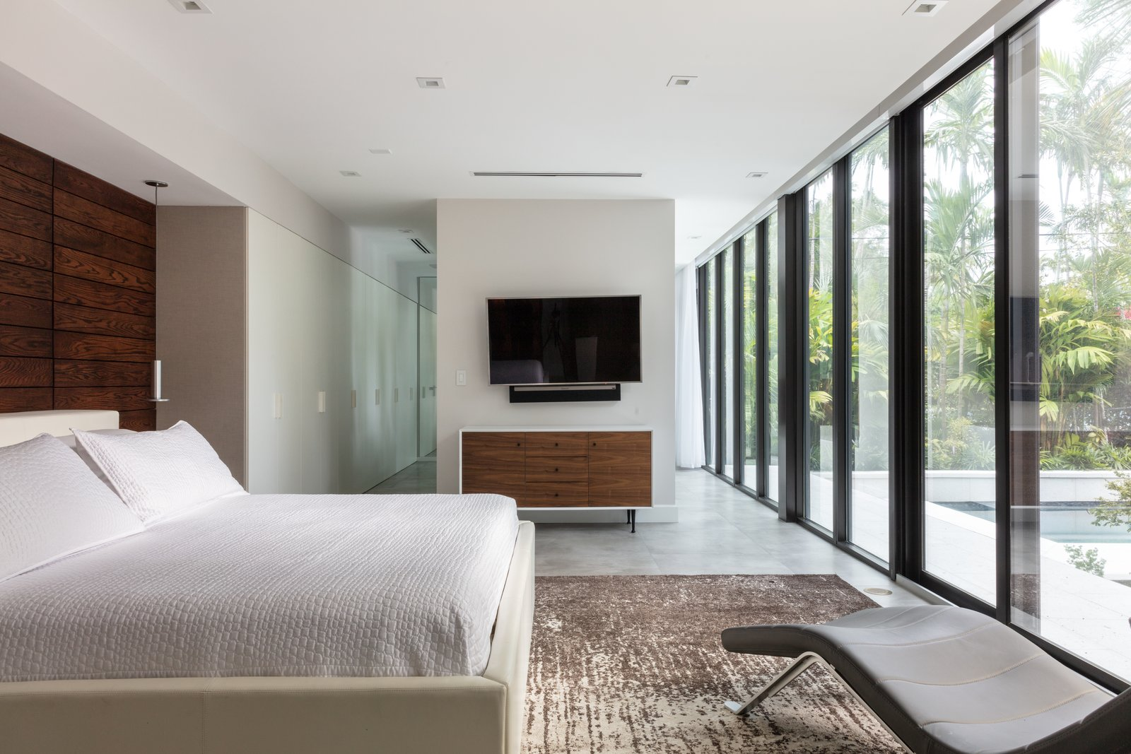 Malaga Residence by Brillhart Architecture bedroom