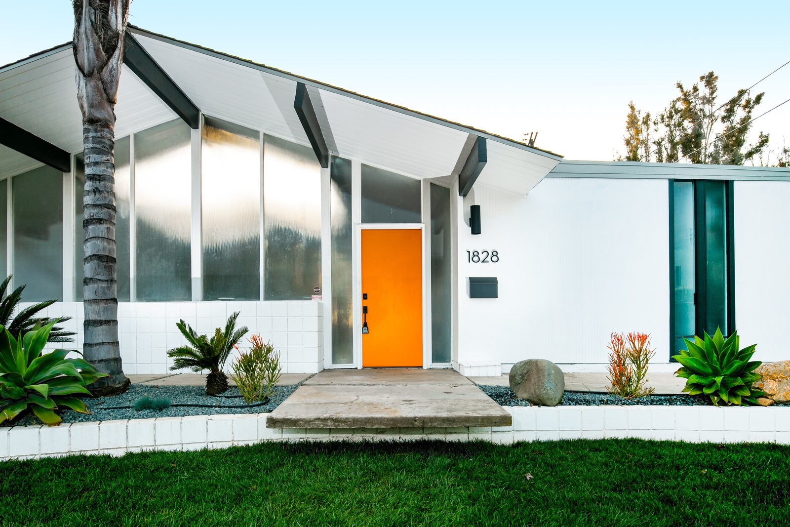 Before & After: A Muddled Eichler Gets a Dashing Update