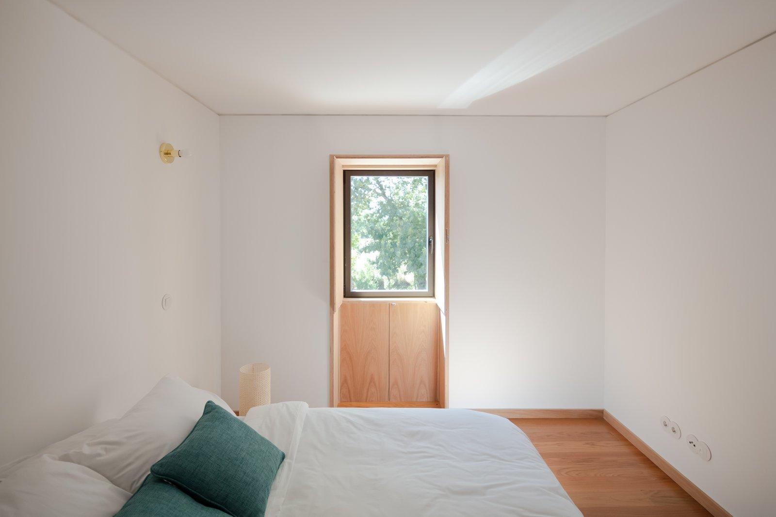 MCR2 House by Filipe Pina Arquitectura Bedroom