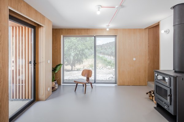 The living space has two expansive glass openings, which were placed to intentionally frame exterior views.