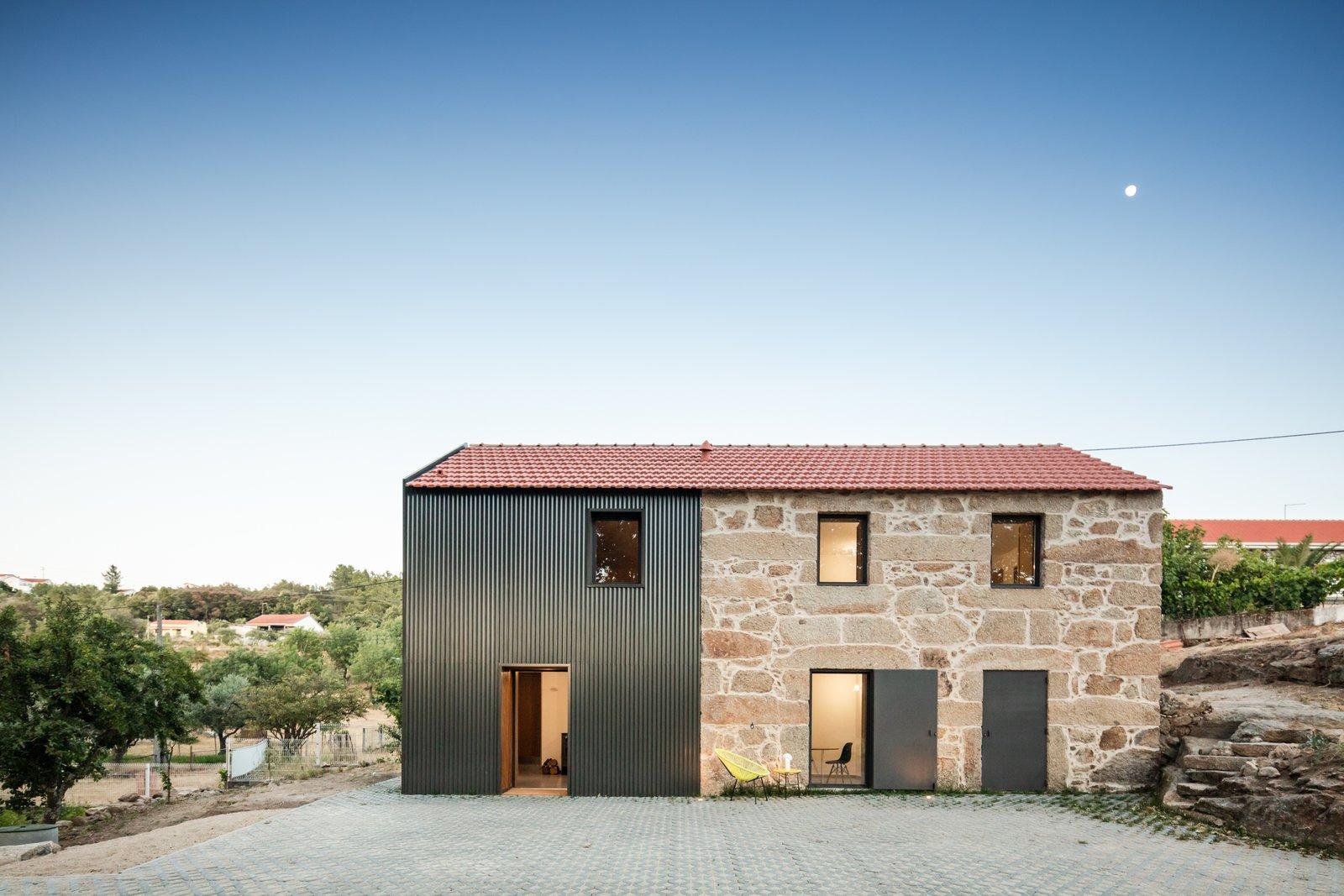 MCR2 House by Filipe Pina Arquitectura Exterior