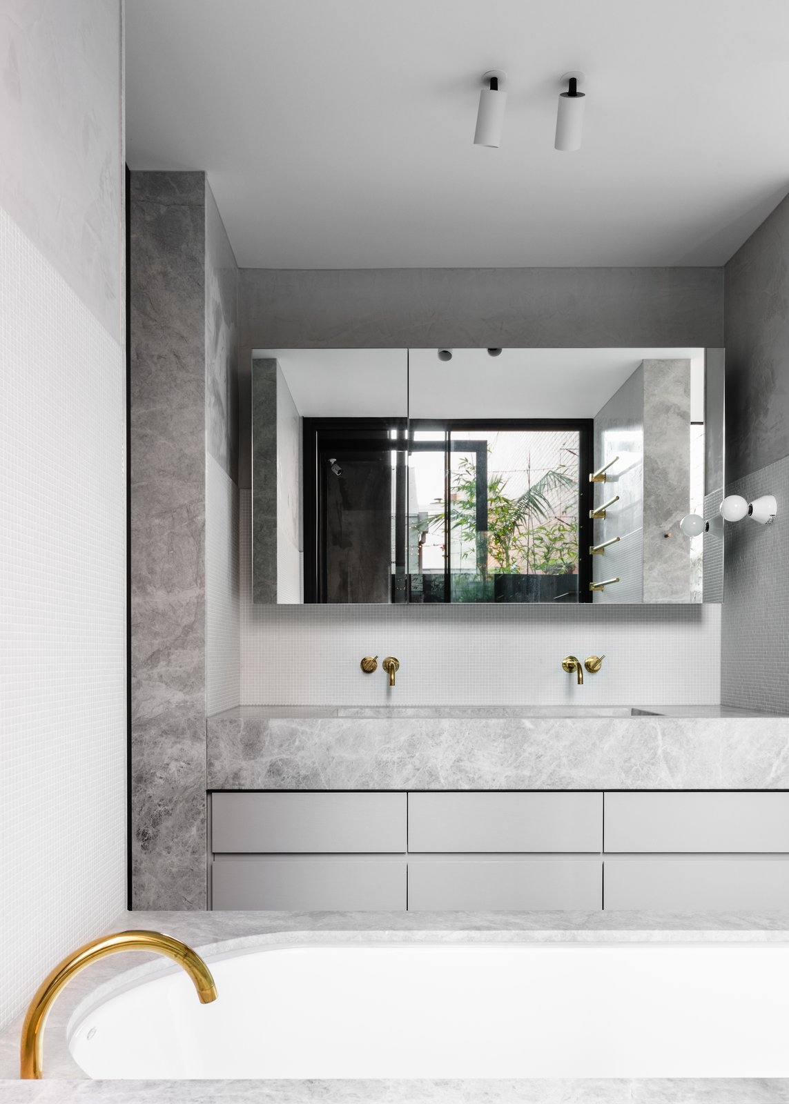 Cotter Street House by Fiona Lynch Bathroom