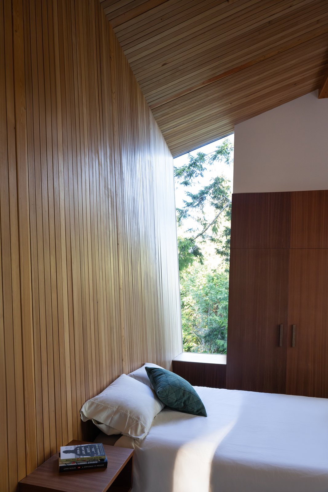 Sooke 01 House by Campos Studio Bedroom