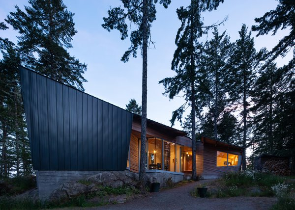 An Angular Cabin Is Perfectly Poised to Soak Up Breathtaking Forest Vistas
