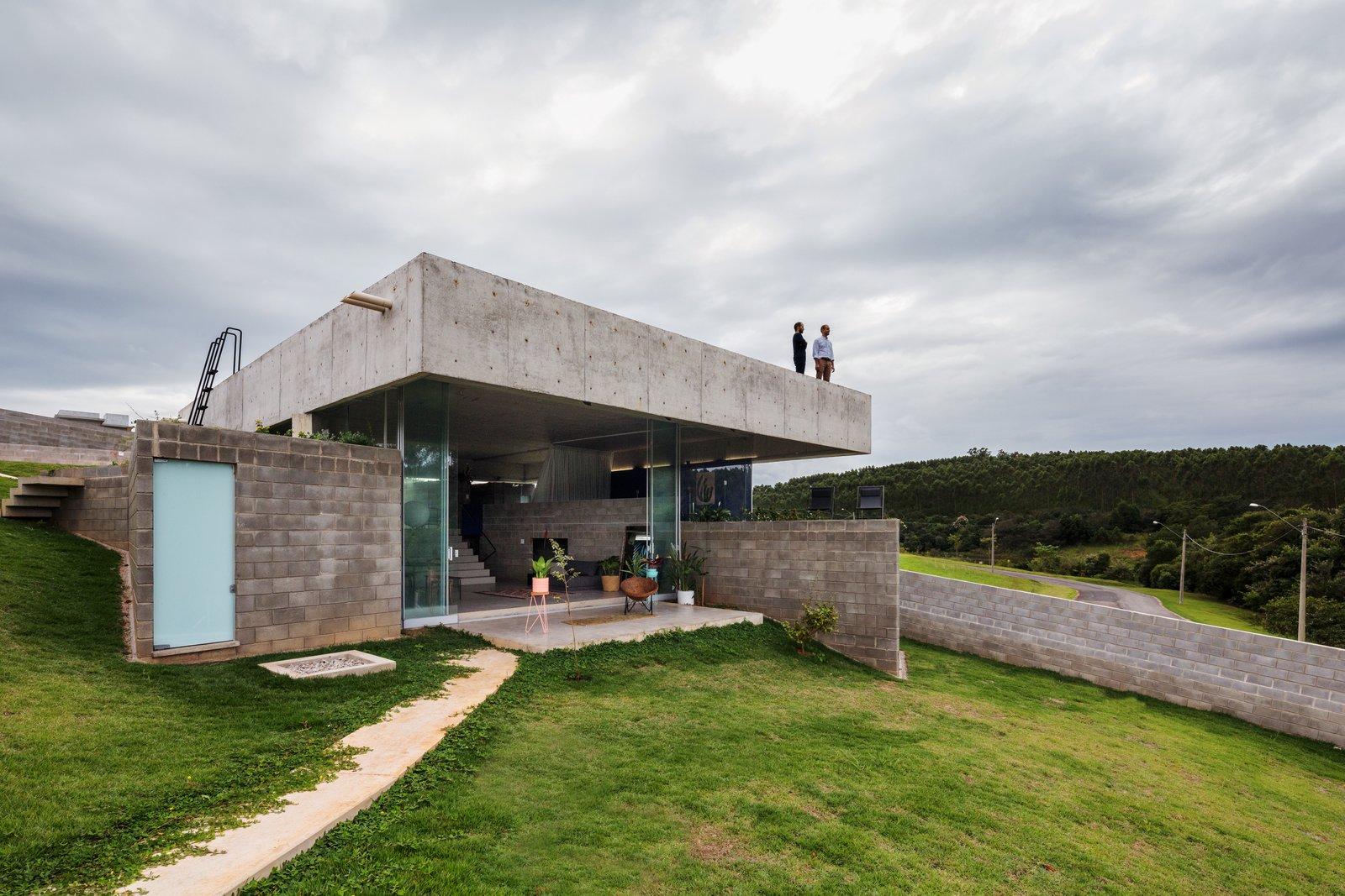 House in Salto de Pirapora by Vereda Arquitetos  Exterior