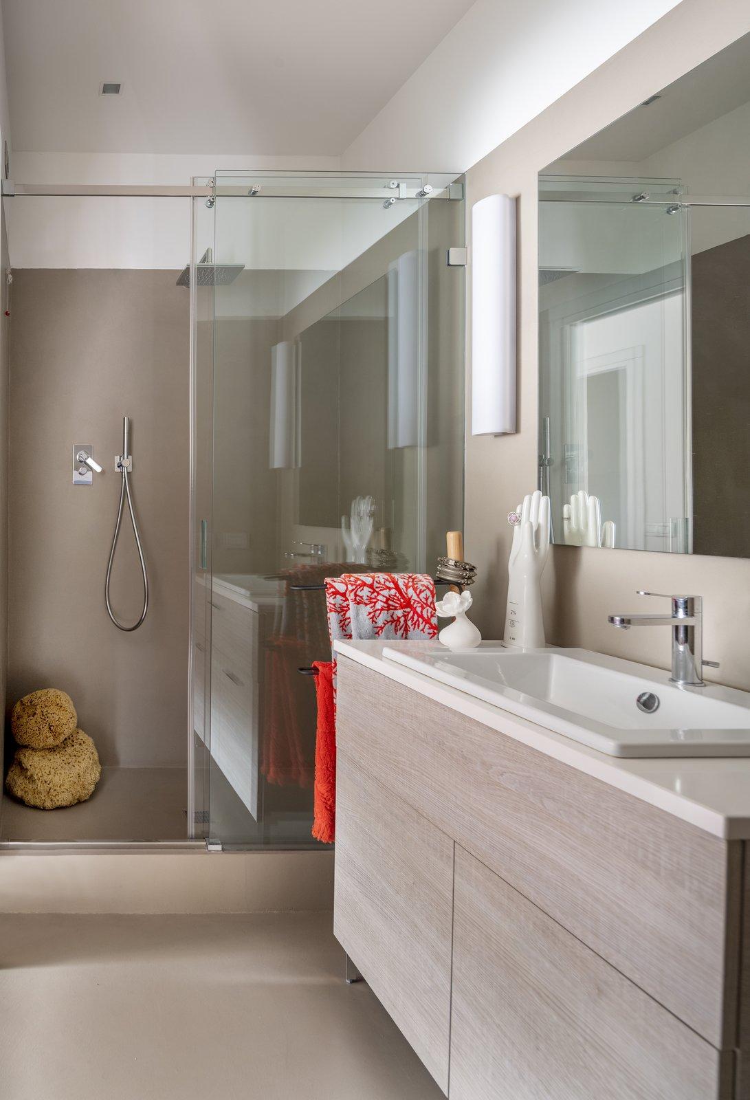 Tosio Street Apartment by alepreda architecture Bathroom