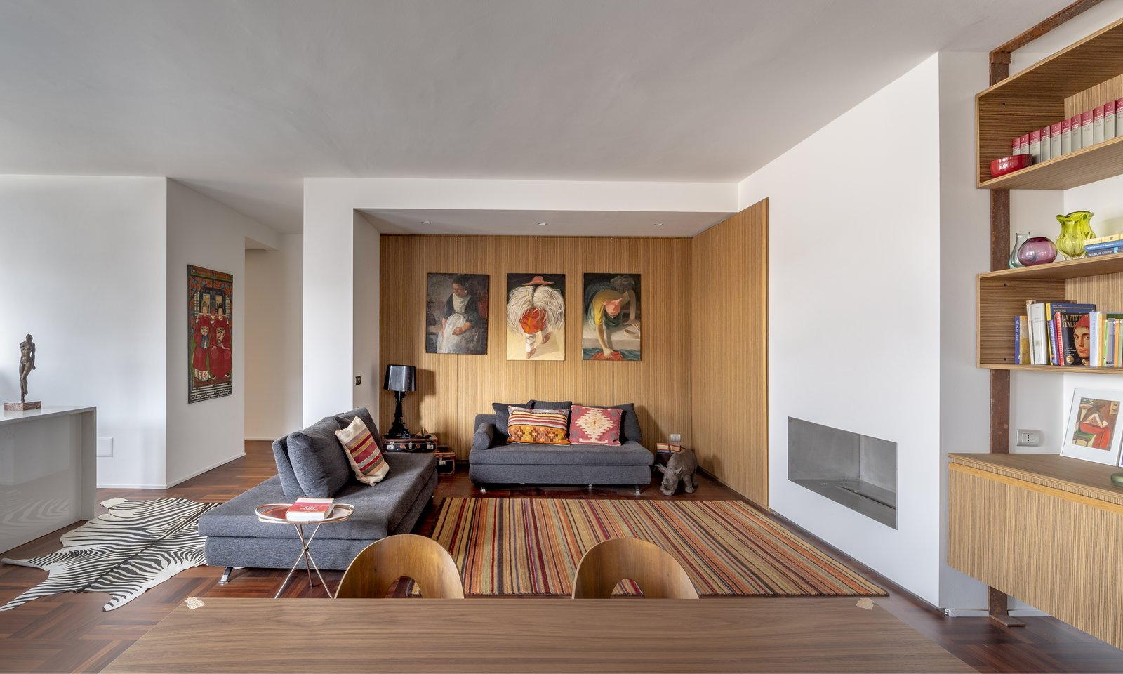 Tosio Street Apartment by alepreda architecture Living Room