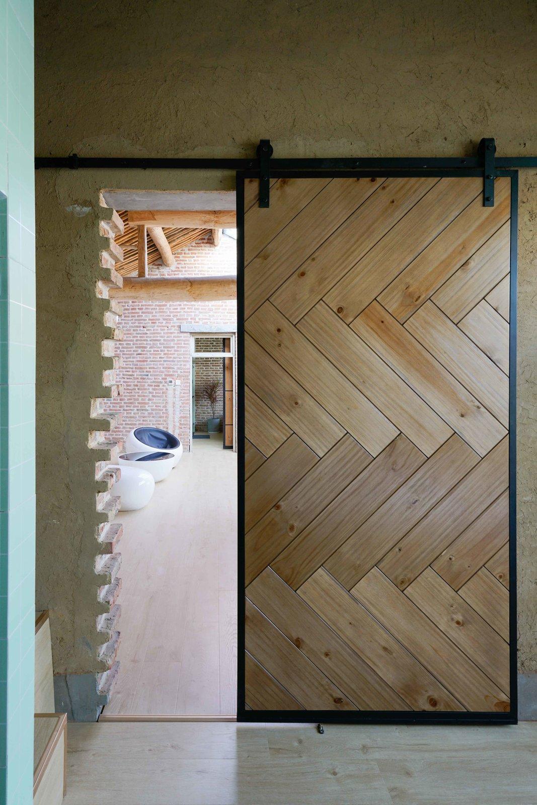 Intertwine House by Wonder Architects Sliding Door