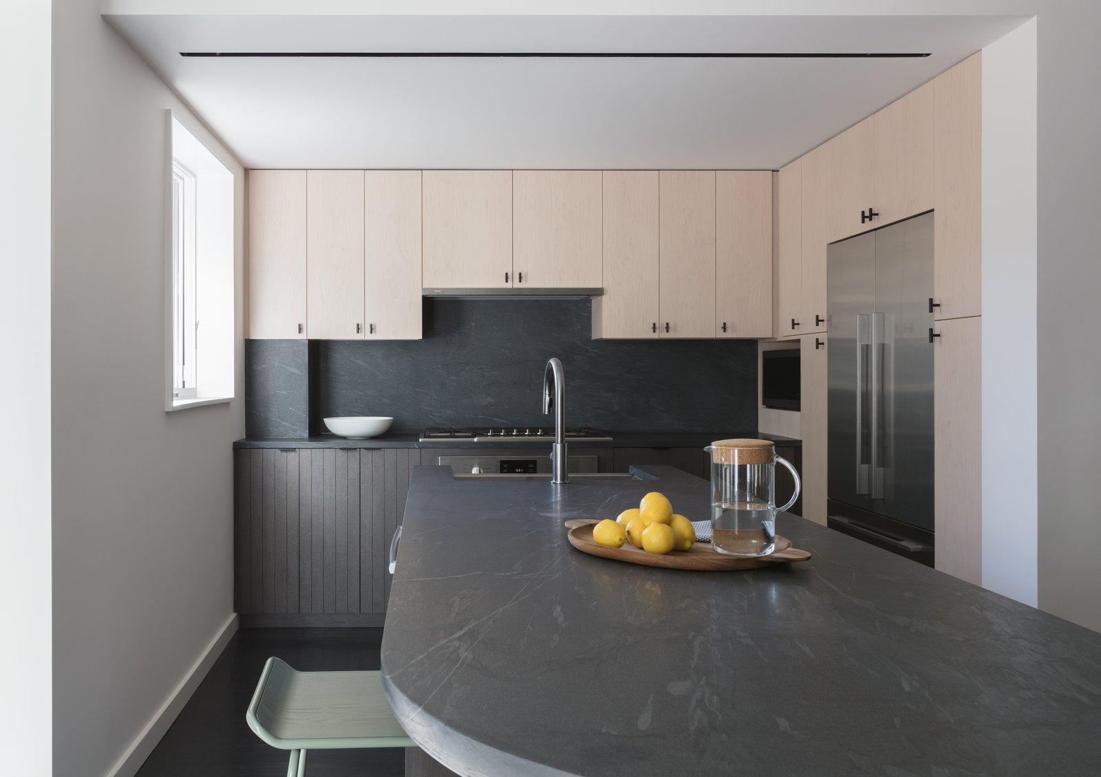 Extro/Intro Residence by Kalos Eidos Kitchen