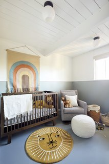 The lion décor is a playful reference to the child's name.