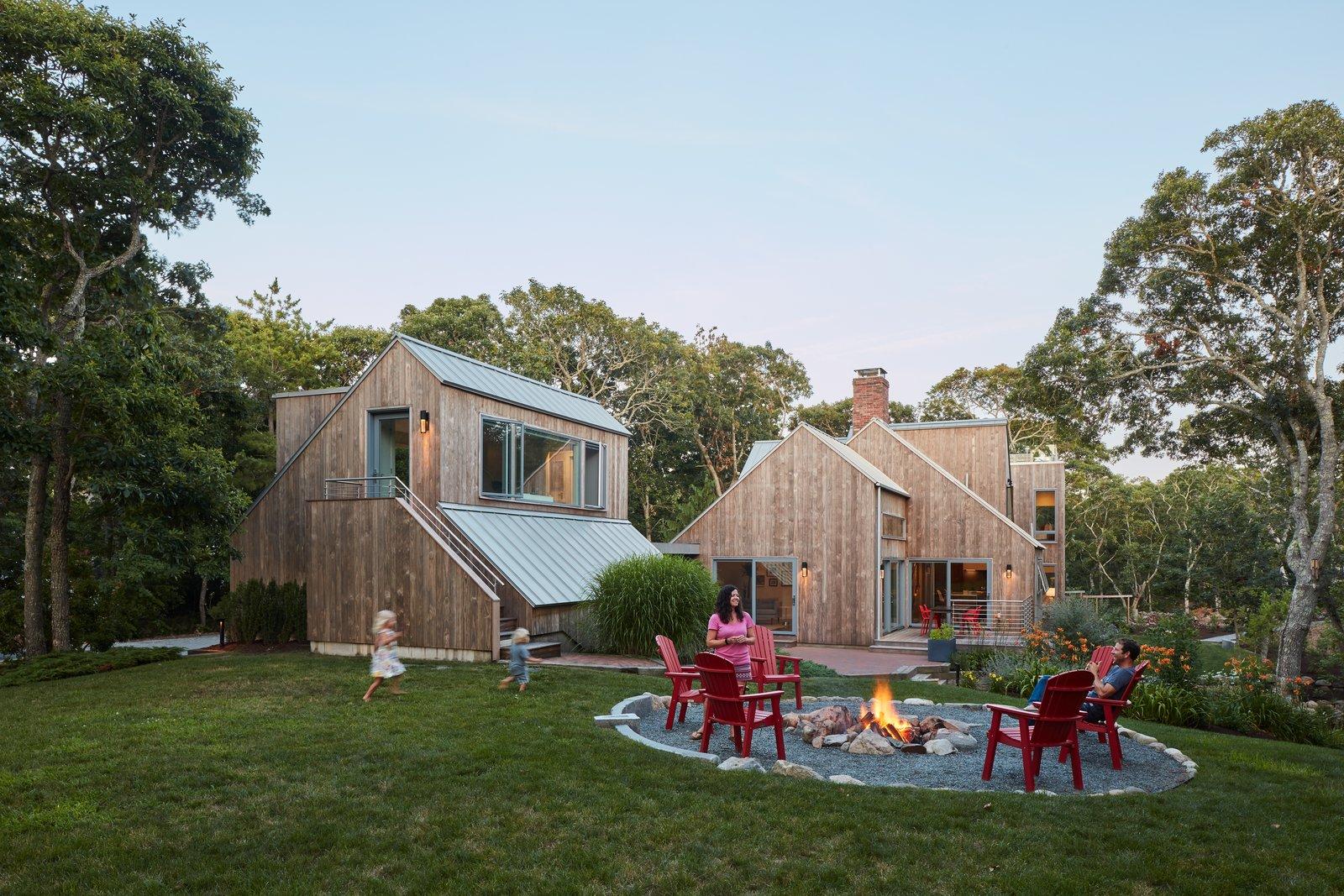 Morris Island Residence by Monte French Design Studio backyard