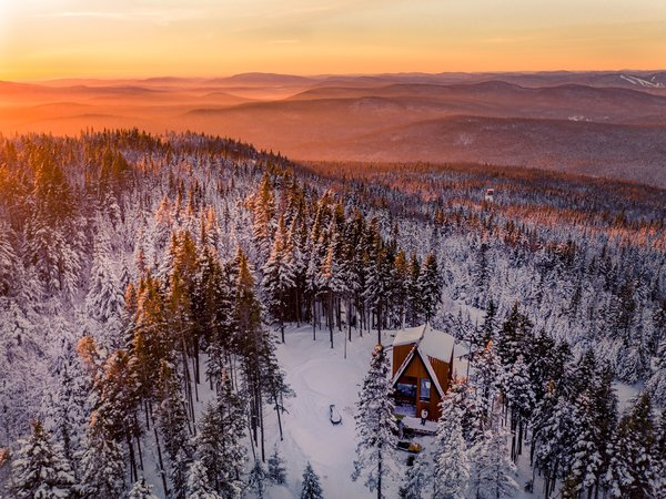 La Cabin Ride & Sleep sits on an 11-acre parcel in Le Maelström, a vacation community in the town of Lac-Beauport, in Quebec.
