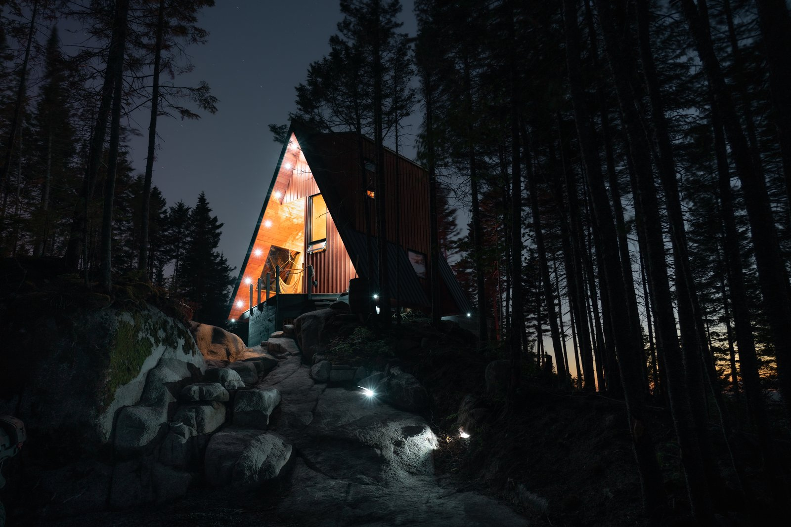 La Cabin Ride and Sleep by M4 Architecture