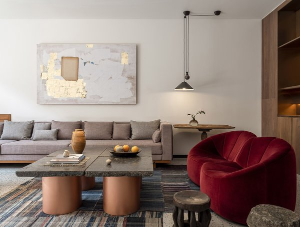 Chen designed circular copper bases for the Bluestone to create a coffee table with gravitas. The light is the Artemide Aggregato ceiling light with a counterweight.