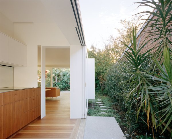 An 11.8-foot-wide opening creates a fluid connection to the side yard.