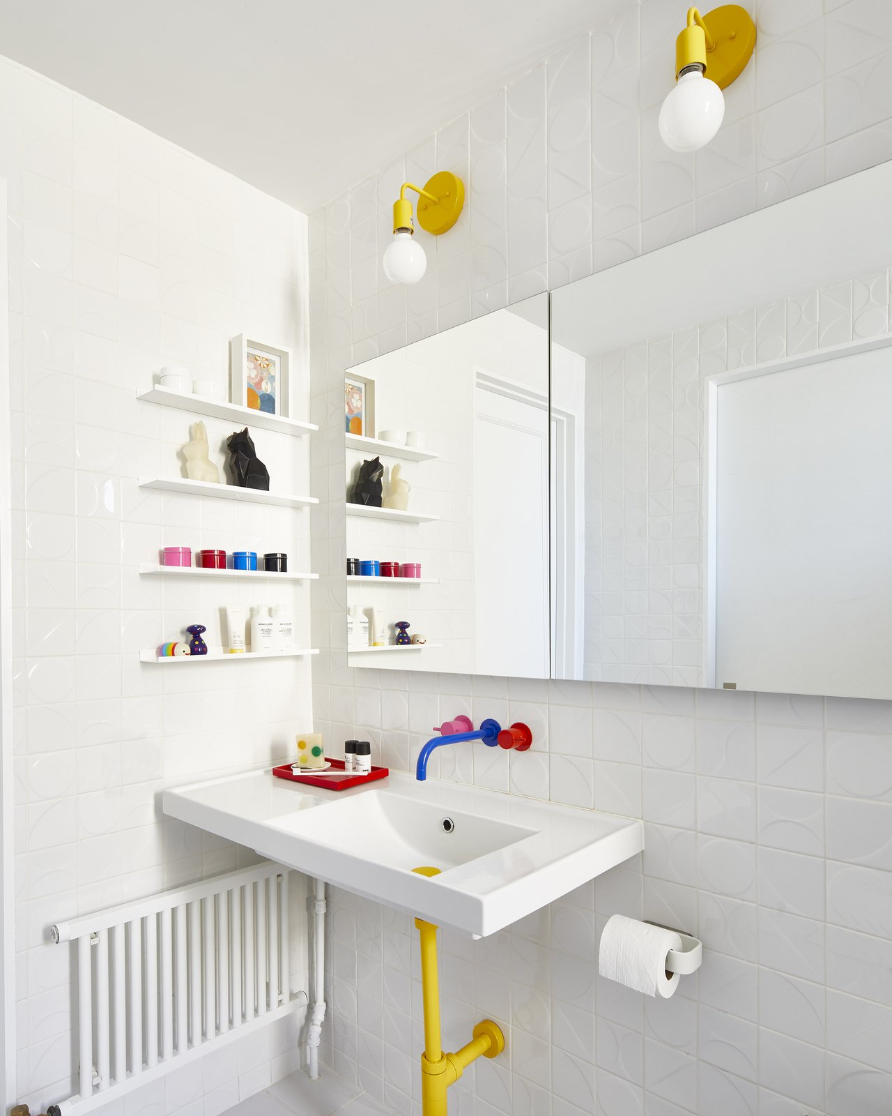 Bathroom in Eastern Parkway by Frederick Tang Architecture