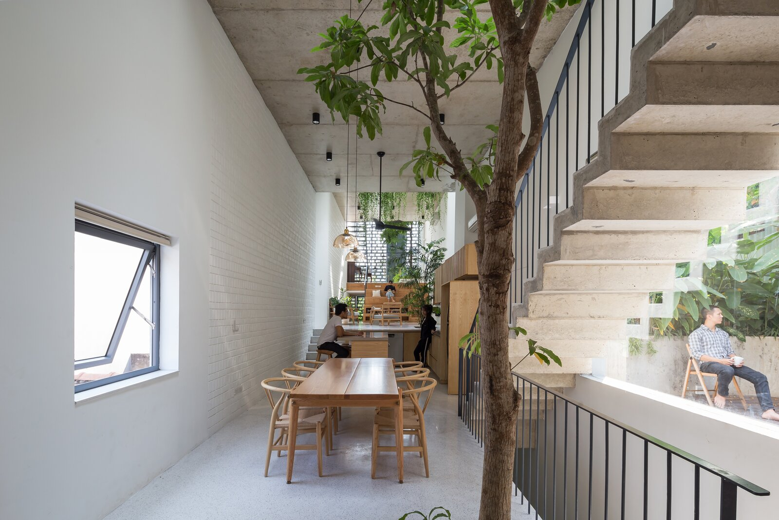 Dining room in CH House by ODDO architects