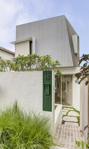 Architect Emili Fox's Sydney home has a walled exterior courtyard between the street entrance and the home.