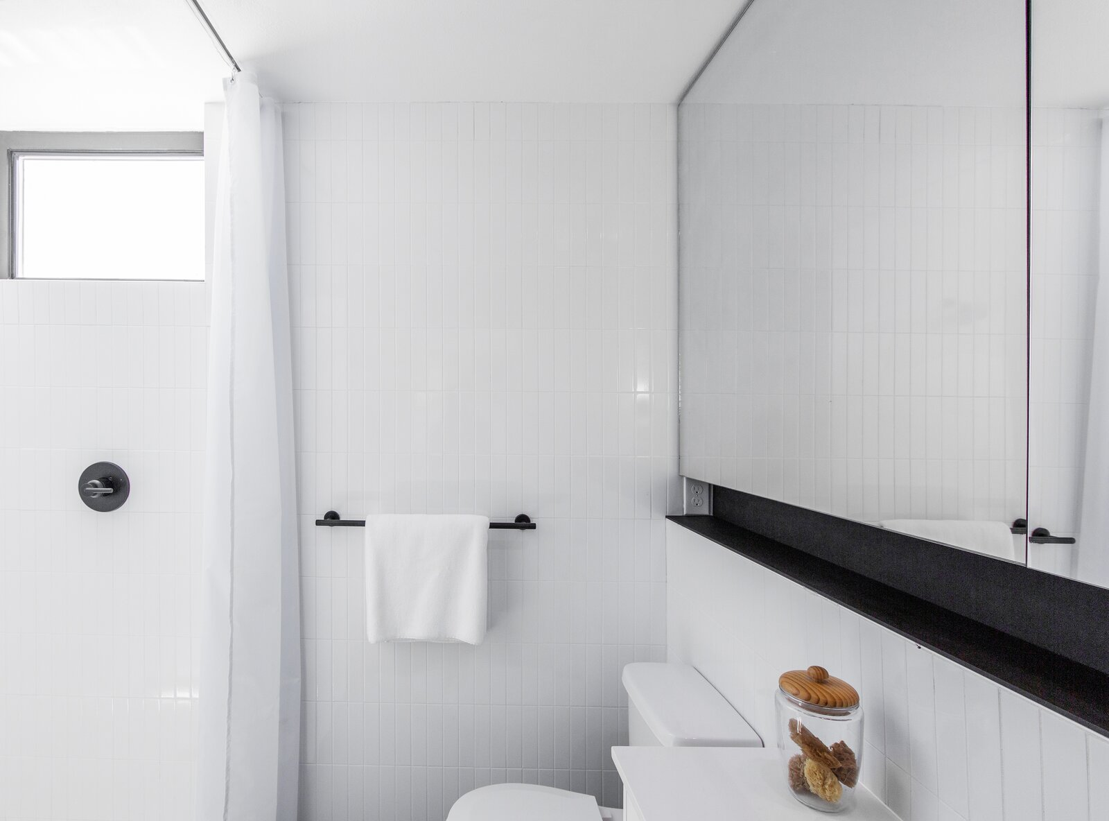 Bathroom in The Lookout by Hybrid Architecture