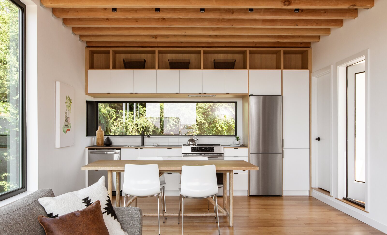 Kitchen in The Lookout by Hybrid Architecture