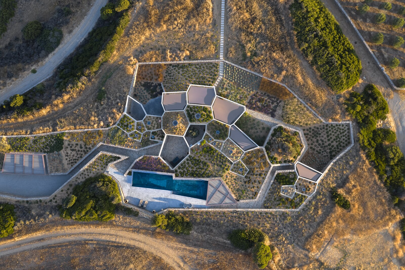 Hourglass Corral by DECA Architecture