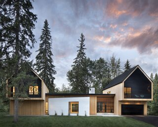 Lauren and Brittan Ellingson, the owners of Notice Snowboards, a custom snowboard and wakesurf company in Whitefish, Montana, approached Workaday Design and builder Mindful Designs to concoct a new lake home for their family. The brief was, perhaps unsurprisingly, focused on getting the family outdoors as much as possible.