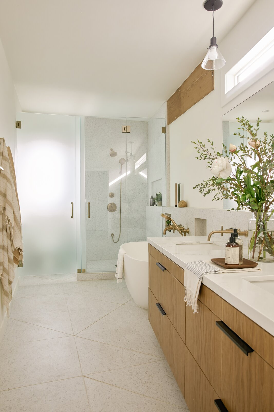 Semi-Circle House in Los Feliz by Mandy Cheng Design