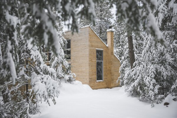 The cabin is available to rent all year long, and only accessible by foot, skis, and snowshoes. Transport carts or sleds are available to bring in gear.