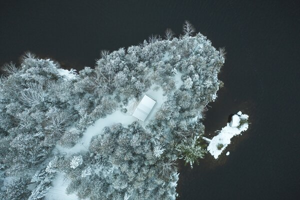 """Completed in 2020, this micro-refuge is located lakeside in Poisson Blanc Regional Park, in the Laurentides region of Quebec, Canada. """"Is it a hut or a cabin? A tiny home or glamping?"""" Asks the park's website, before providing their own cheeky answer: """"All of the above."""""""