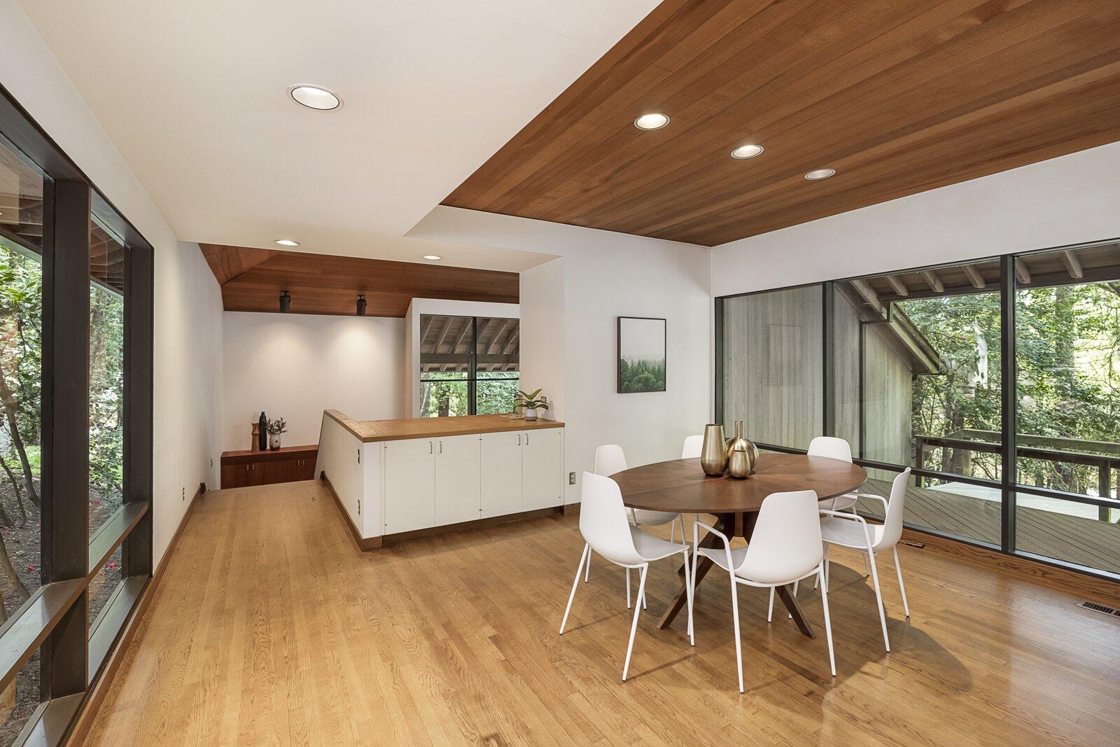 Dining room of the Mason Residence by Saul Zaik