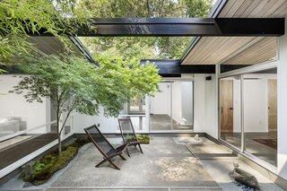 A Radiantly Remodeled Midcentury Rummer Home Lists for $925K in Oregon