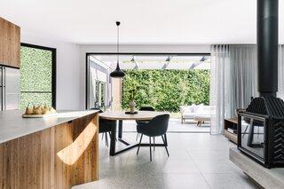 """Before & After: A Century-Old Cottage in Melbourne Is No Longer a """"Rabbit Warren"""" of Rooms"""
