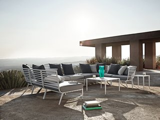 Inspired by the sleek yachts of the French Riviera, the Vista outdoor lounge collection features strong horizontal lines formed into flowing, curved shapes, creating a visually light, yet welcoming form.