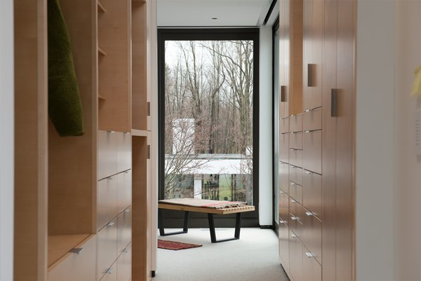 10 Modern Walk-In Closets