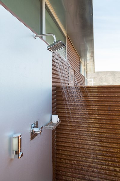Both the main house and casita offer private indoor showers as well as outdoor showers.