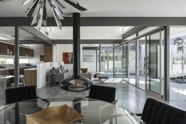 Nestled in Palm Springs, California, this steel post-and-beam residence—completed in 2018—is the last design by Donald Wexler. Embodying midcentury modern design, the 2,780-square-foot dwelling features floor-to-ceiling windows, an open interior layout, indoor spaces that extend outdoors, and intelligent design features.