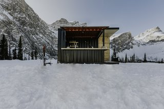 Set up at Fortress Mountain as a respite for skiers and snowboarders , the Honomobar is a modern contrast to the natural landscape and snow-covered peaks.