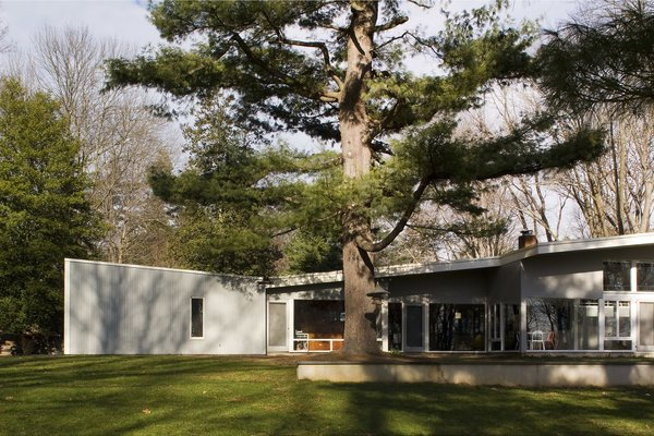 Breuer's statement butterfly roof makes an appearance here at the Lauck House. Large glazing along the southern facade welcomes winter sun. Extended overhangs provide shade in the summer, while still allowing a visual connection to the grounds.