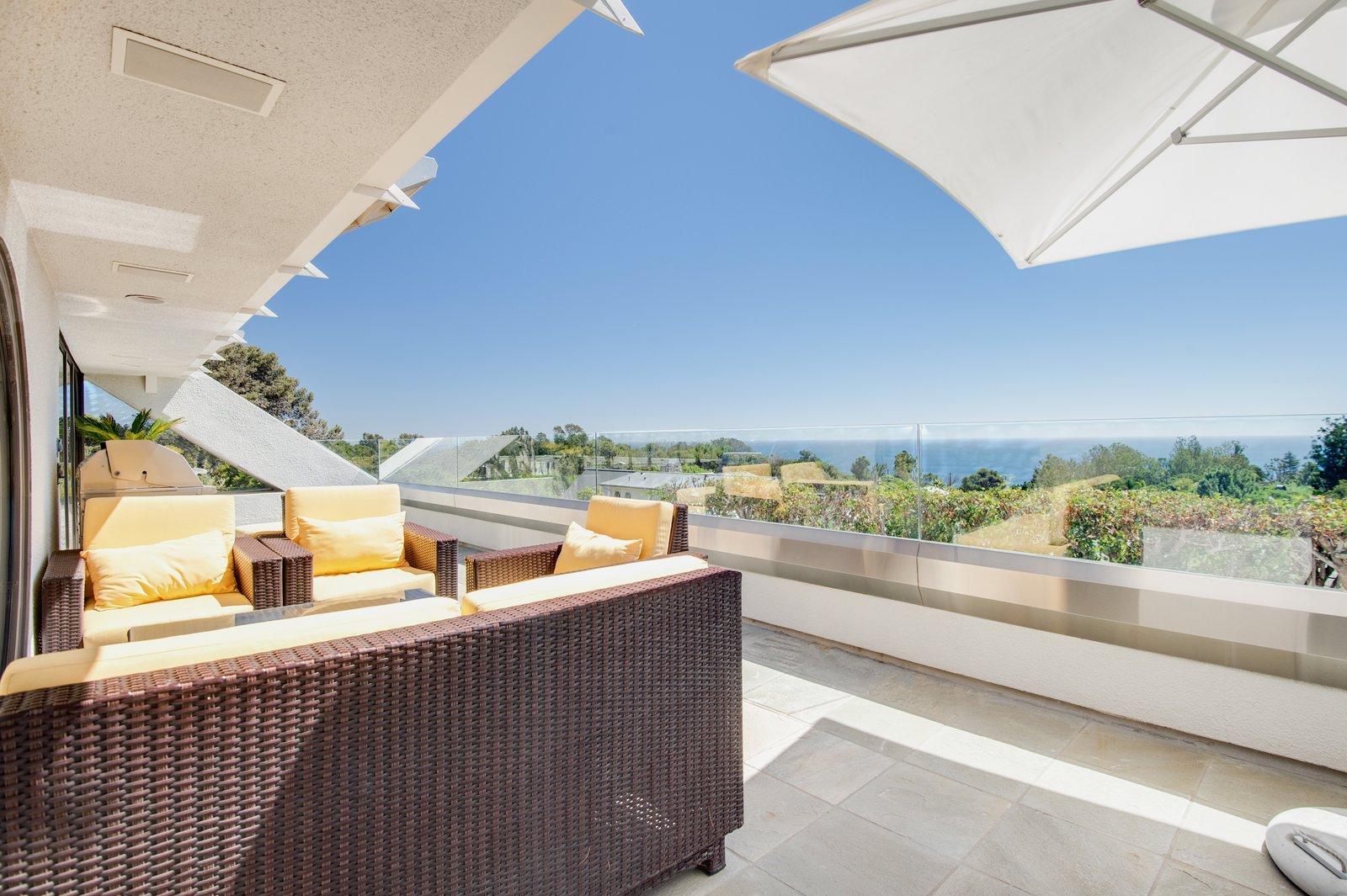 Malibu Star Trek home terrace