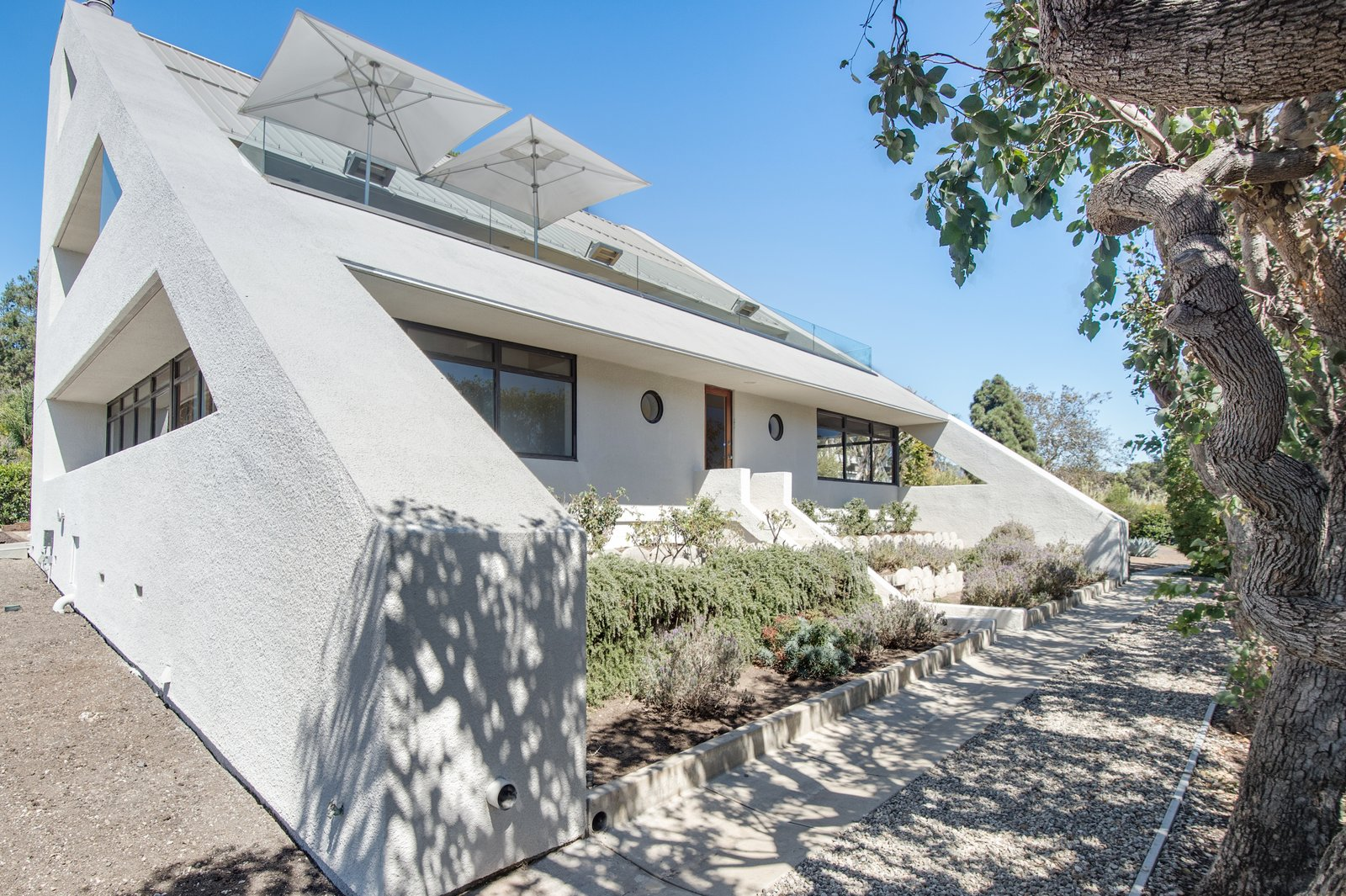 Malibu Star Trek home exterior