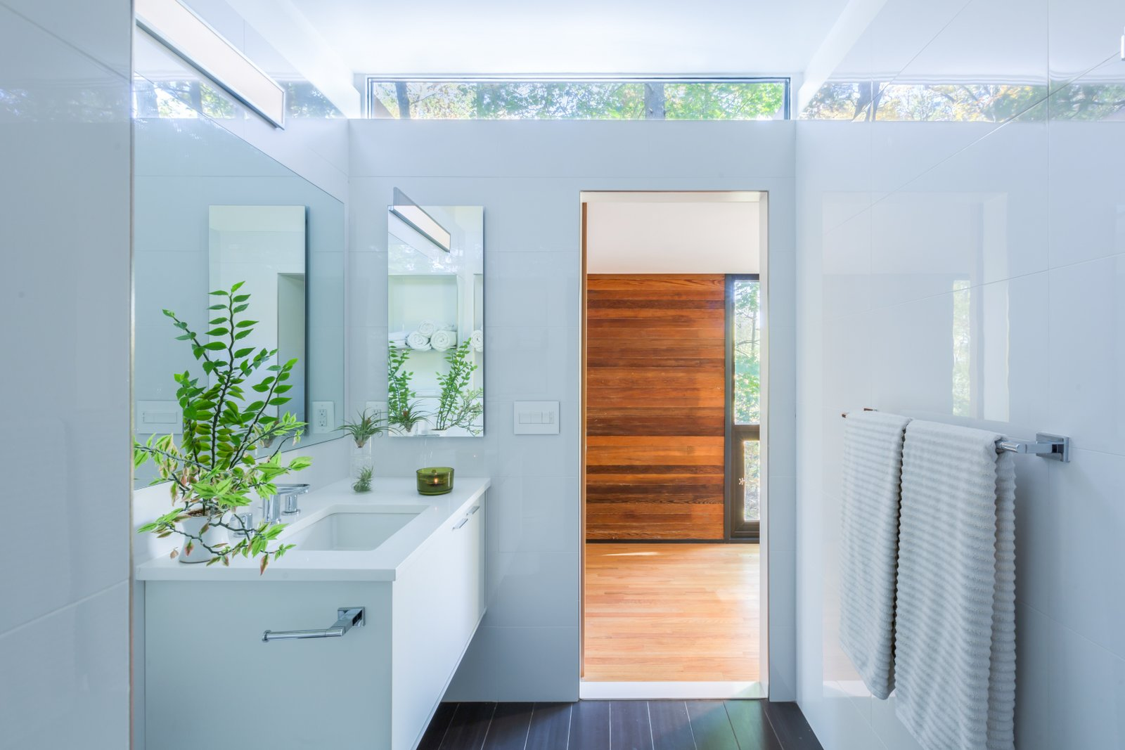 Treehaus bathroom with white tile and clerestory window