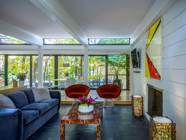 Clerestory windows surround all rooms, providing the spaces with plentiful daylight.
